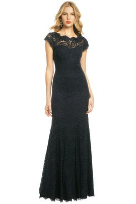 ML Monique Lhuillier - Glamorous in Lace Gown